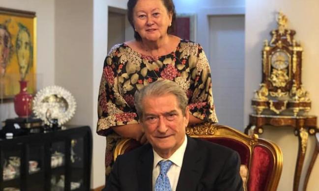 Sali Berisha feston 76-vjetorin e lindjes, ndan foton krah të shoqes: Mirënjohje Zotit dhe familjes