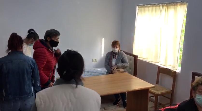 Shfaqën probleme me tensionin, dy gratë greviste shoqërohen për në spital