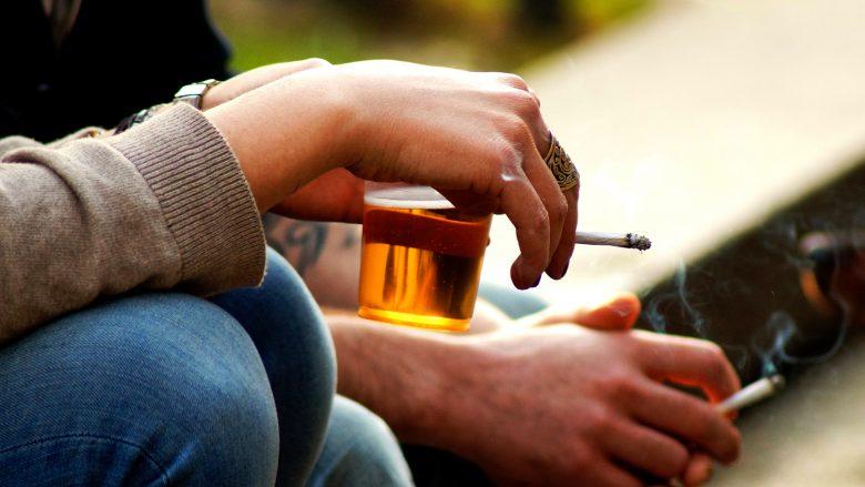 Zbuloni qytetet më pijedashëse dhe duhanpirëse të Shqipërisë