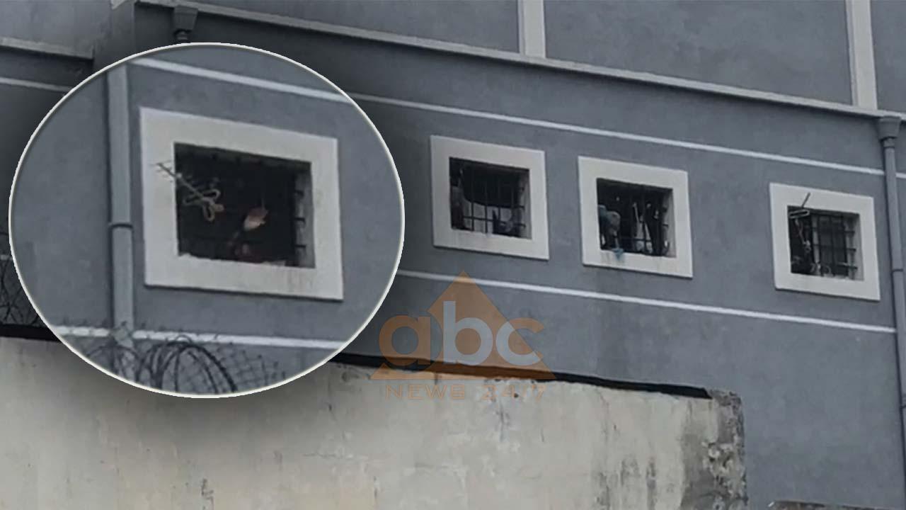 """Ç'po ndodh në burgjet shqiptare? Edhe 150 të paraburgosur grevë urie te """"313-ta"""" në Tiranë"""