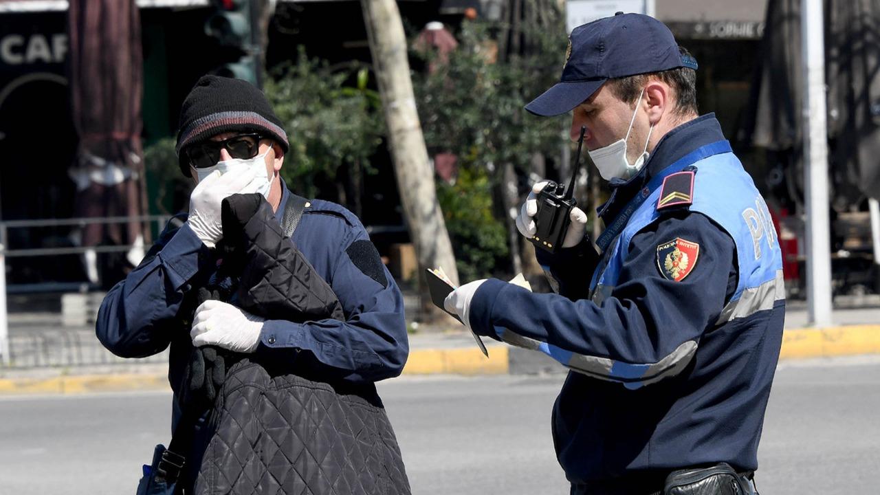 Mbajtja e maskës me detyrim, policia vendos 171 gjoba për qytetarët