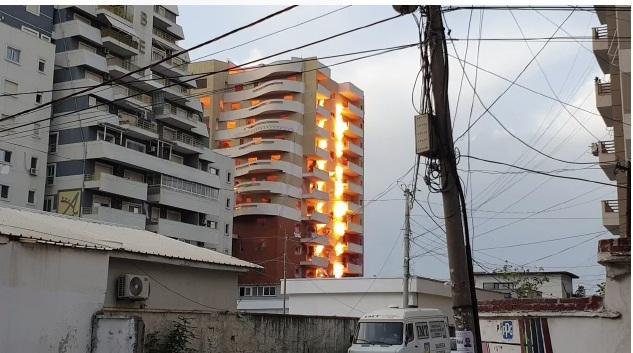U dëmtua nga tërmeti! Hidhet në erë me 200 kg eksploziv 12 katëshi (Momenti i shpërthimit)