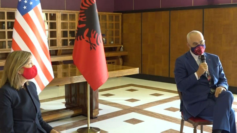 Kryeministri Rama takohet me nën/Sekretaren e Shtetit për Arsimin dhe Kulturën