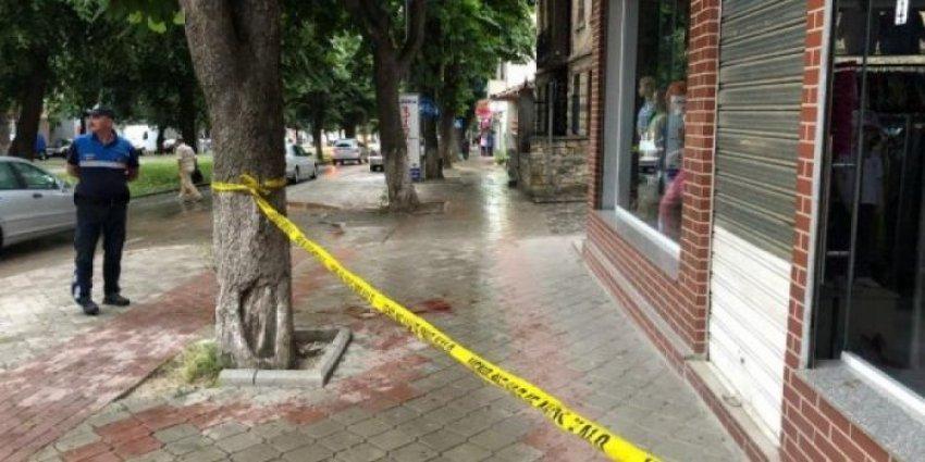 Sherr me thika mes të rinjve, dy të plagosur në Durrës