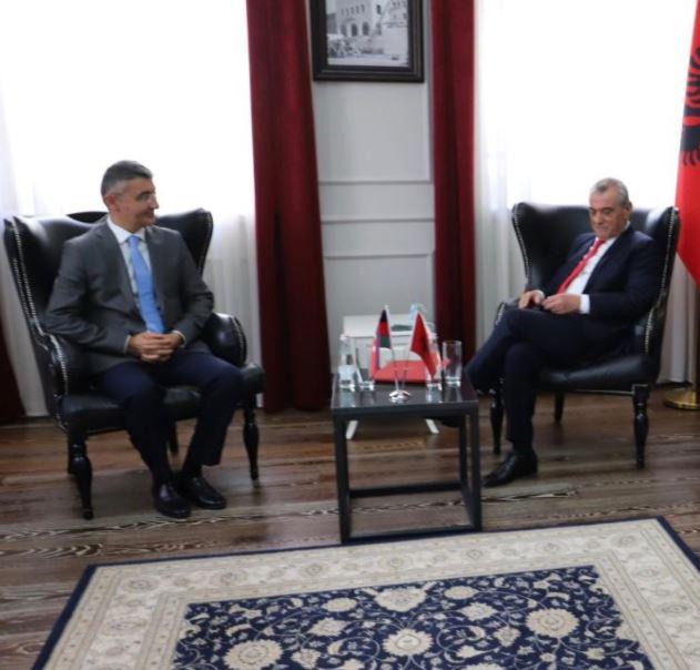 Ruçi pret në takim ambasadorin e Azerbajxhanit: Duhet të njihni Kosovën