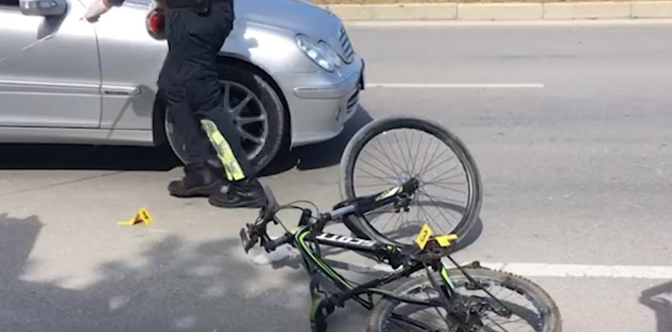 E përplasi makina ndërsa ecte me biçikletë, në spital një person në Vaqarr