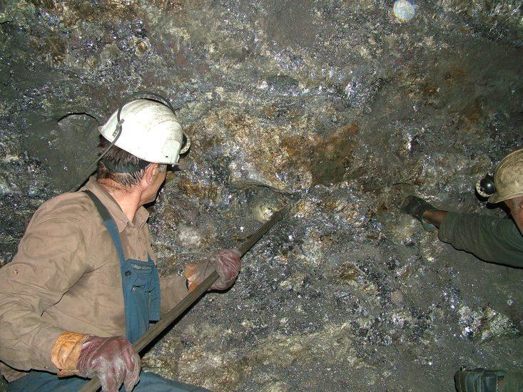 """""""Ngrin"""" renta minerare, për tre vjet zero, qeveria ndryshon ligjin për taksat kombëtare"""