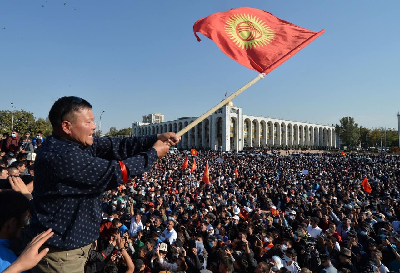 Meta: Populli i Kirgistanit i tregoi botës demokratike si rrëzohen regjimet shtypëse