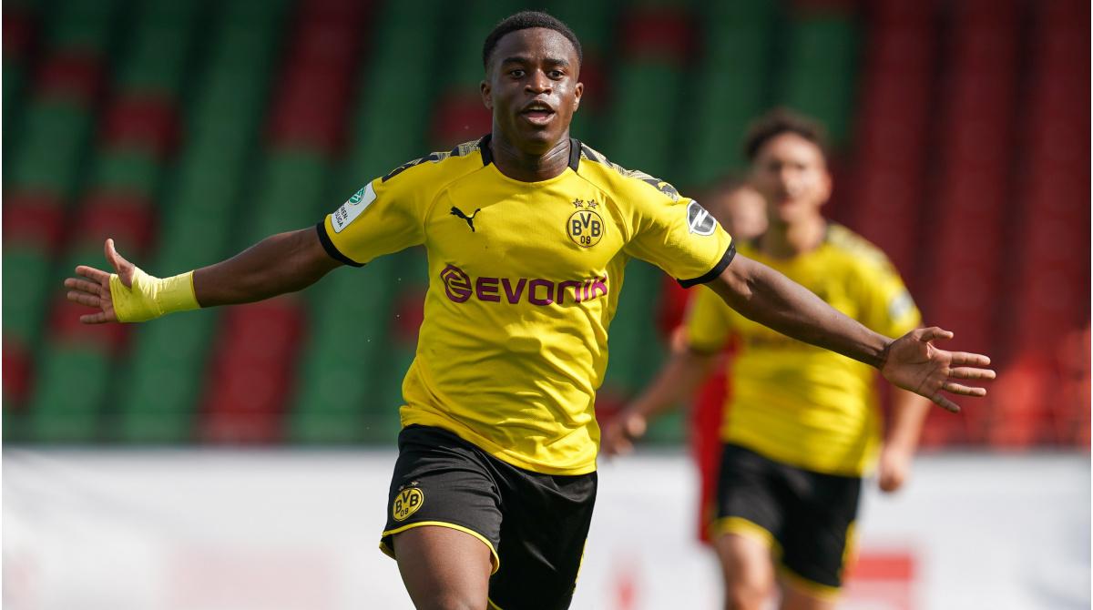 117 gola në 70 ndeshje, Dortmund fut në listën e Champions adoleshentin