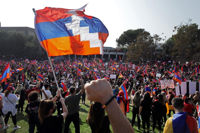 Mijëra armenë në Los Anxhelos protestojnë kundër Azerbajxhanit