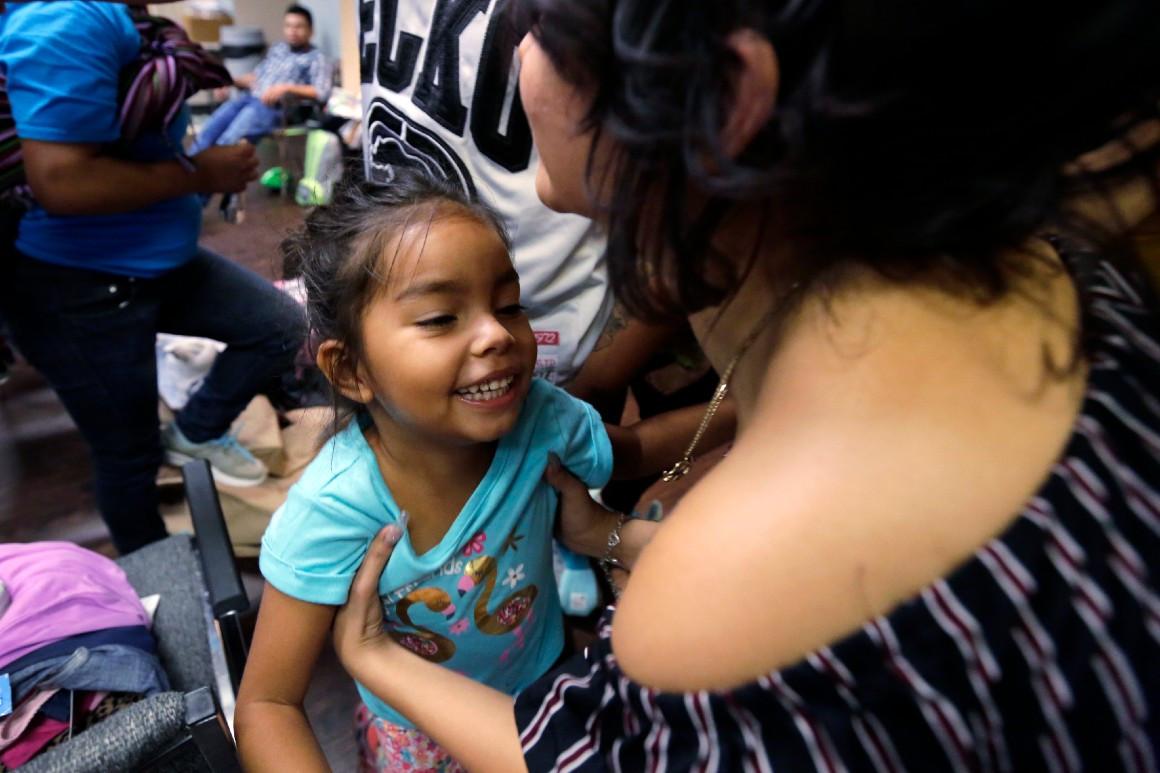 Zëdhënësi i Trump: Prindërit emigrantë të ndarë në kufi nga fëmijët e tyre, nuk i duan më mbrapsht