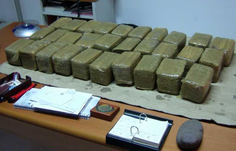 E ndoqën për disa ditë! Shqiptarit në Itali i zbulojnë laboratorin me heroinë e kokainë dhe mijëra euro