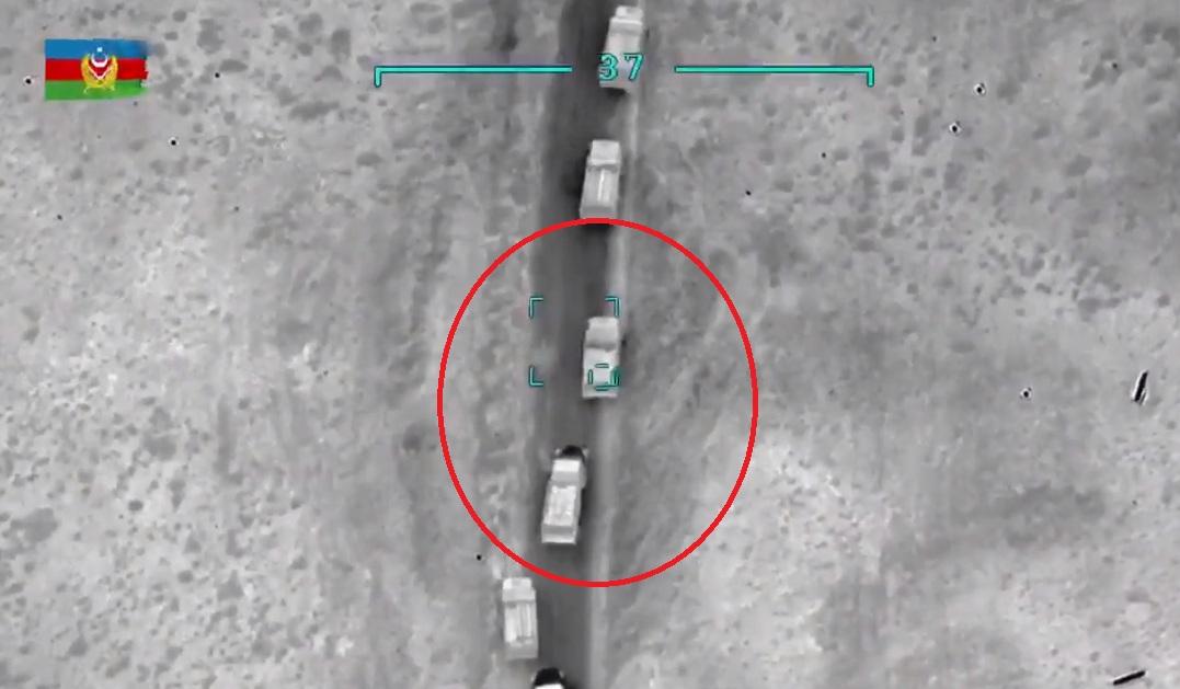 Droni i ndoqi deri sa gjeti vendin e duhur: Momenti i sulmit azer ndaj autokolonës armene