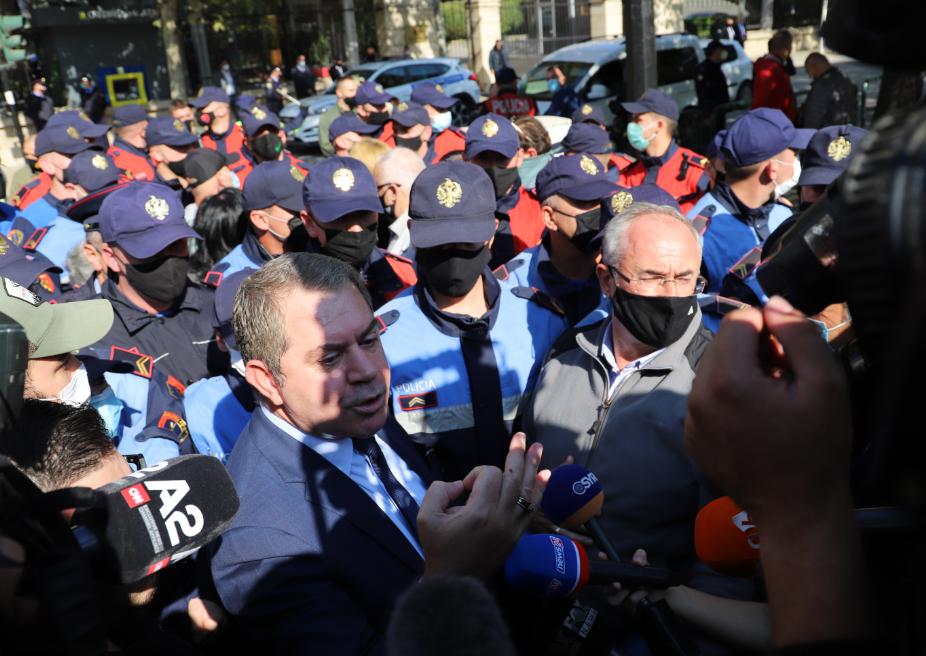 """Shoqërimi i protestuesve, PDIU: Rama nuk i shpëton dot Çamërisë me """"efkaristo"""" dhe """"ejvallah"""""""