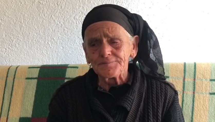 """""""Shkoi për një jetë më të mirë"""", gjyshja e një prej shqiptarëve në Siri: Nuk di asgjë, dua të kthehen"""