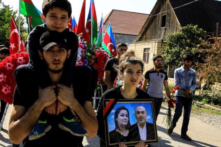 Historia e trishtë nga Azebajxhani: Raketa armene u goditi shtëpinë, dy fëmijë mbeten jetimë
