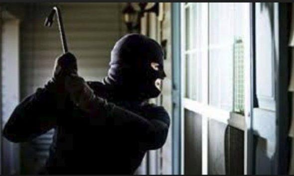 Denoncimi në Roskovec, pronarja e dyqanit: Dy të armatosur më morën çantën me bizhuteritë
