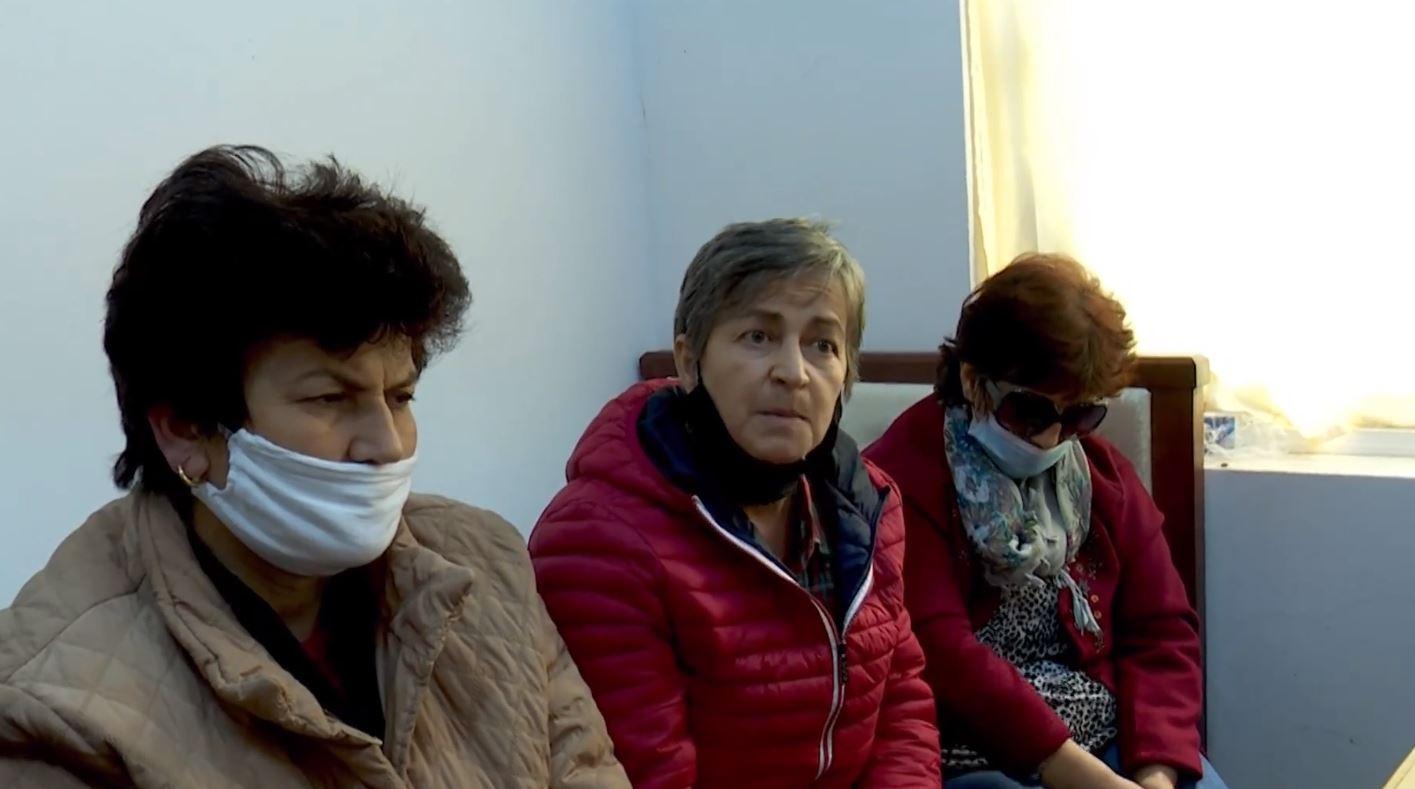 Deputet e PD takojnë gratë greviste në Ballsh: Qeveria të shohë lotët e nënave
