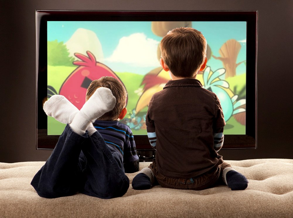 Studimi: Fëmijët që shikojnë TV flenë më pak