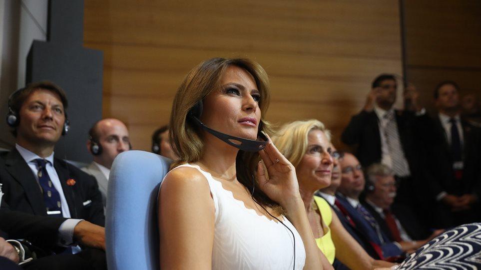 Melania Trump anulon udhëtimin, shkak bëhet kolla e saj