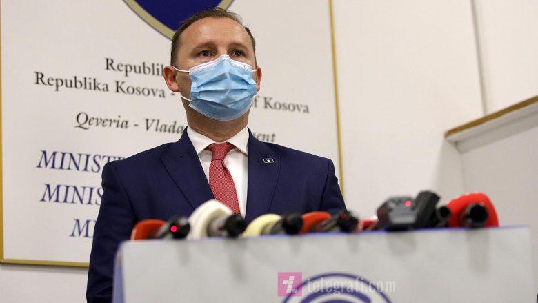 COVID-19/ Ministri i Shëndetësisë në Kosovë: Po shqyrtohet mbyllja e kufijve dhe kufizimi i lëvizjes