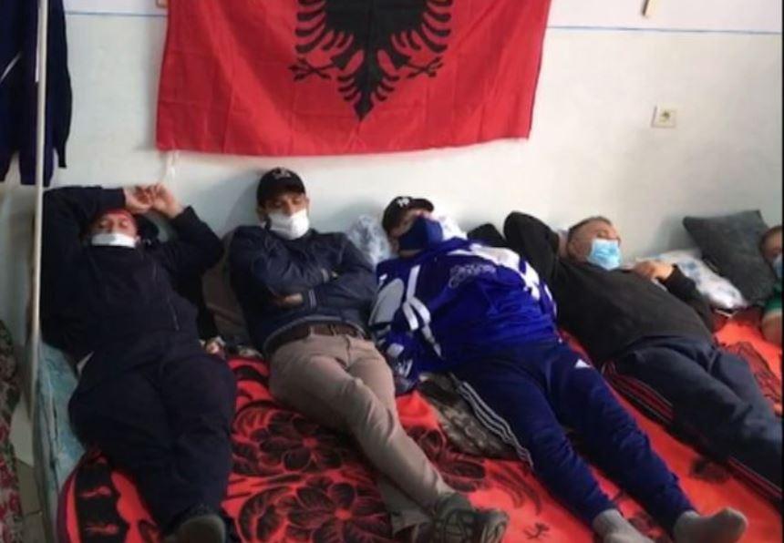 Naftëtarët në gjendje të rënduar shëndetësore, mjekët: Largohuni nga greva