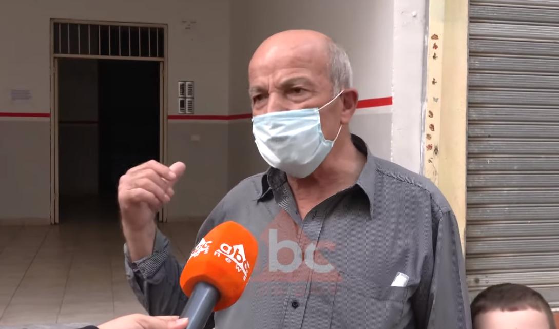 Bodrumi i pallatit përmbytet nga ujërat e zeza në Yzberisht, banorët: Do shfaqet ndonjë epidemi