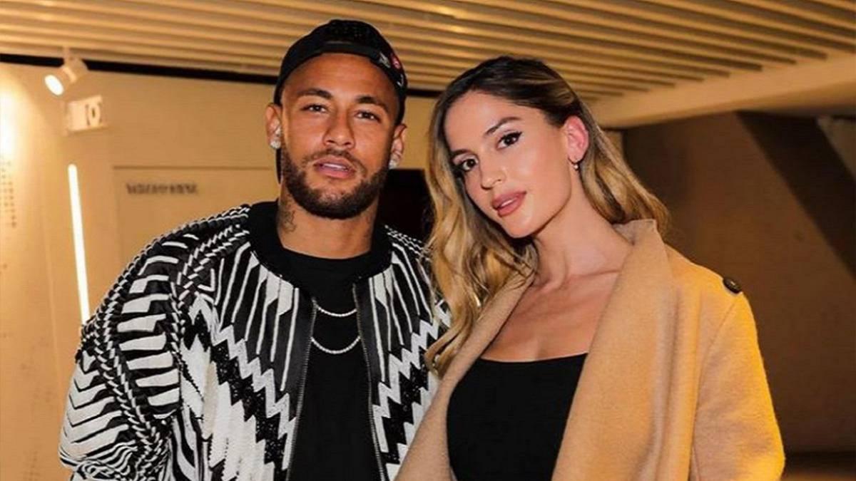 """""""Kur i dashuri…"""", partnerja e Neymar e tepron me fotot nga shtrati"""