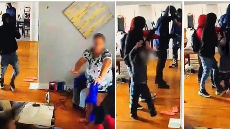 Video bëhet virale në rrjet, grabitësit me armë futen në banesë, 5-vjeçari habit me reagimin