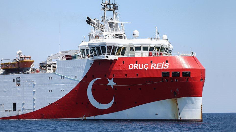 """Grekët """"s'ja ndajnë sytë"""" anijes turke: """"Uruç Reis"""" iafrohet në mëngjes ishullit Kastelorizo"""