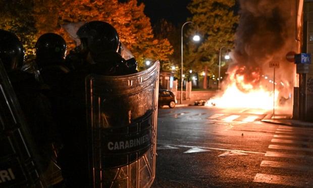 Protesta të dhunshme në Itali kundër masave anti-covid, policia përdor gaz lotsjellës