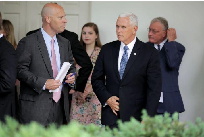 Shefi i stafit të Pence konfirmohet pozitiv me Covid