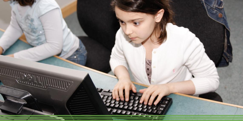 Studimi: Adoleshentët që luajnë lojëra online kanë nota më të mira
