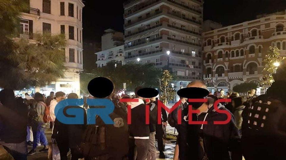 """Grekët shijojnë ditën e fundit të """"lirisë"""", nga sot fillon regjimi i ri i lëvizjes"""