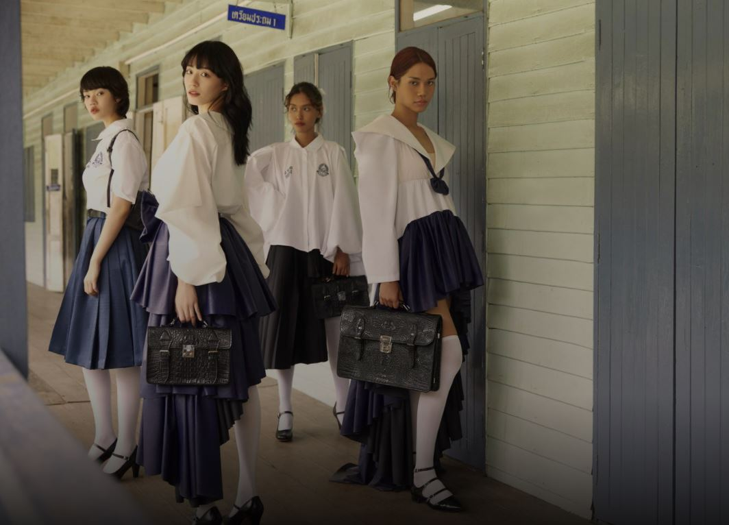 Uniformat shkollore në Tajlandë sfidojnë traditën