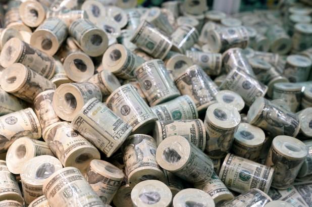 Fitoi 1,000 dollarë përmes lotarisë, gruas i humb bileta në postë