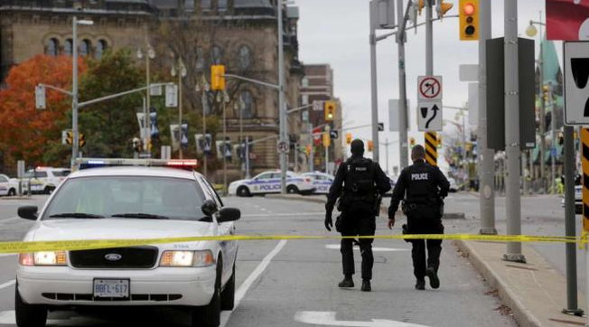 """I veshur me rroba """"nga Mesjeta"""" burri në Kanada vret dy persona me shpatë"""