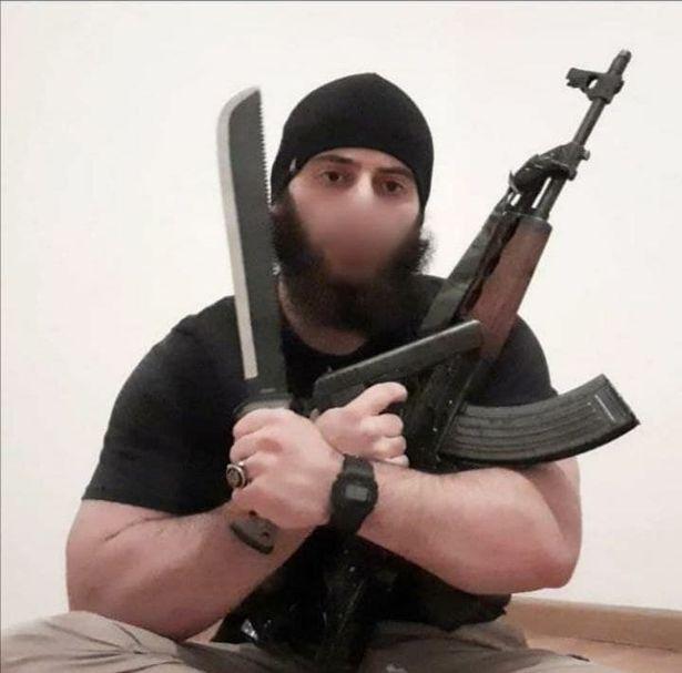 FOTO/ Sulmet terroriste të Vjenës: Autori i armatosur, pozoi me armë para masakrës