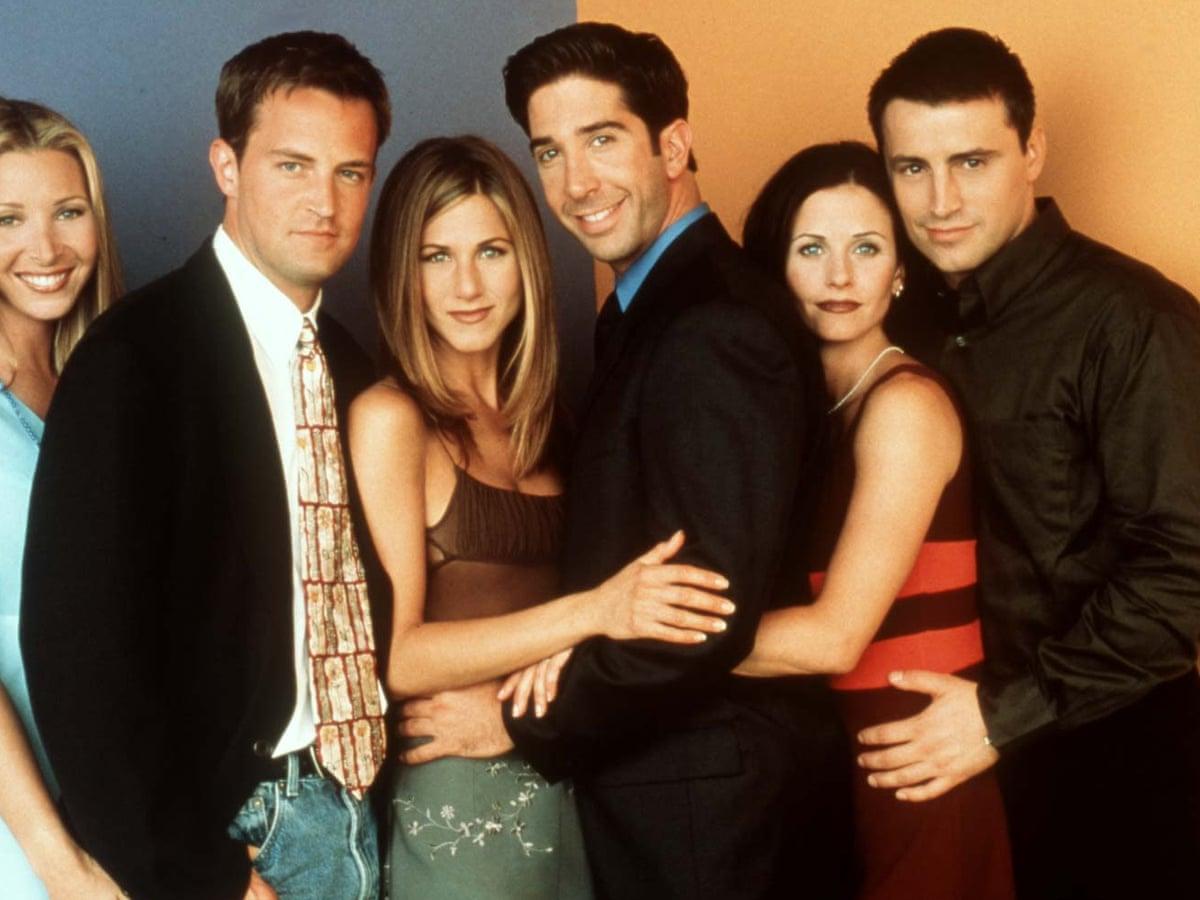 FOTO/ Aktori i njohur i 'Friends' fejohet me të dashurën 22 vite më të re