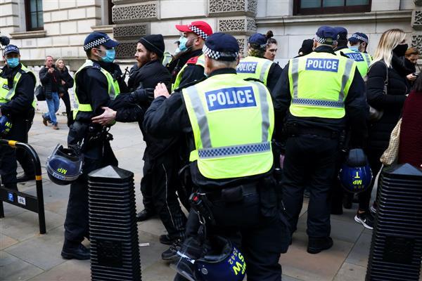 Protesta kundër masave të qeverisë britanike, 155 të arrestuar në Londër