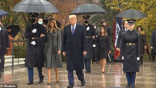 Trump përkujton Ditën e Veteranëve ndërsa merr pjesë në eventin e parë publik që nga java e kaluar