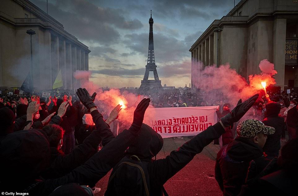 Protesta kundër ligjit të propozuar nga qeveria, përplasje mes demostruesve dhe policisë në Francë
