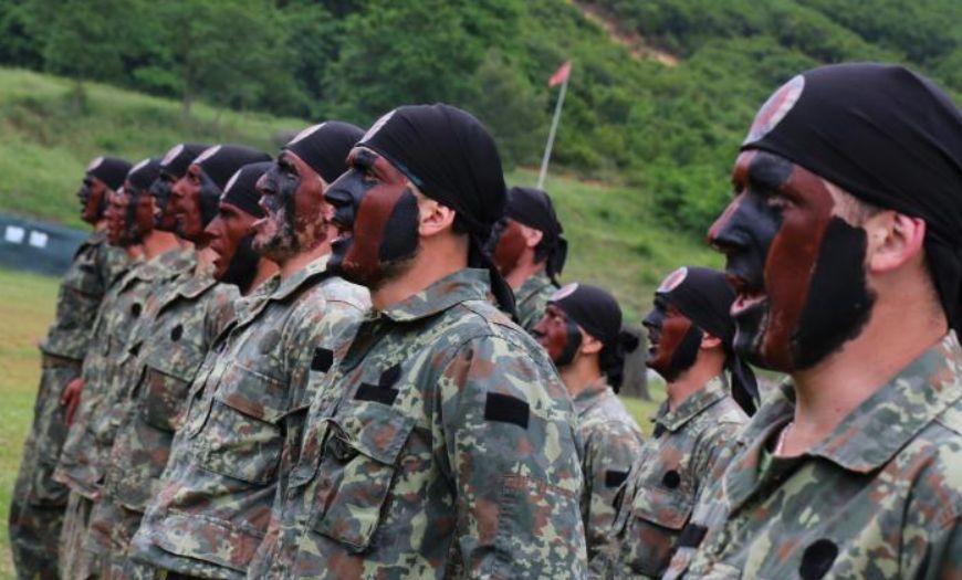"""""""Mbrojtja"""" bën gati ligjin: Ushtarakëve u ndalohen kritikat kundër Forcave të Armatosura"""