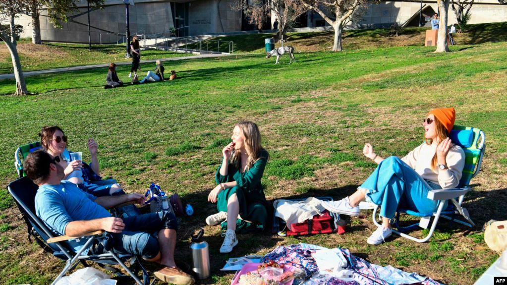 COVID-19, Los Anxhelos urdhër tre javor për qëndrim në shtëpi