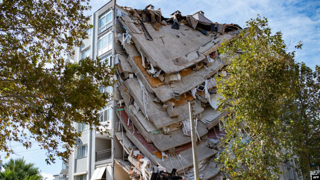 Shkon në 100 numri i viktimave nga tërmeti në Turqi