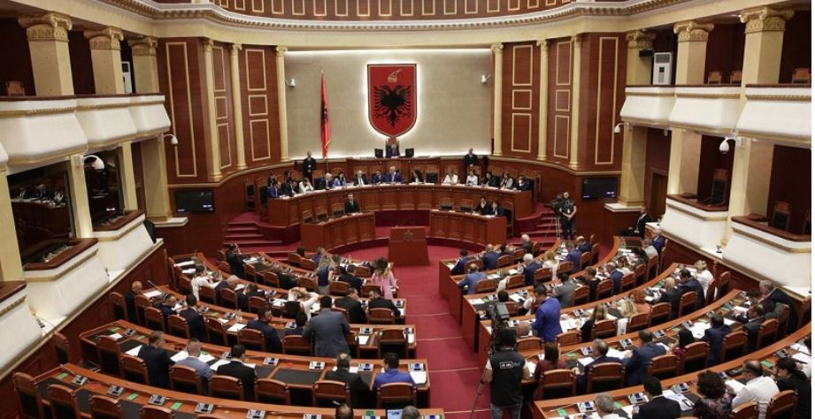 "The technical committee of experts gives ""green light"" to parliament to convene"
