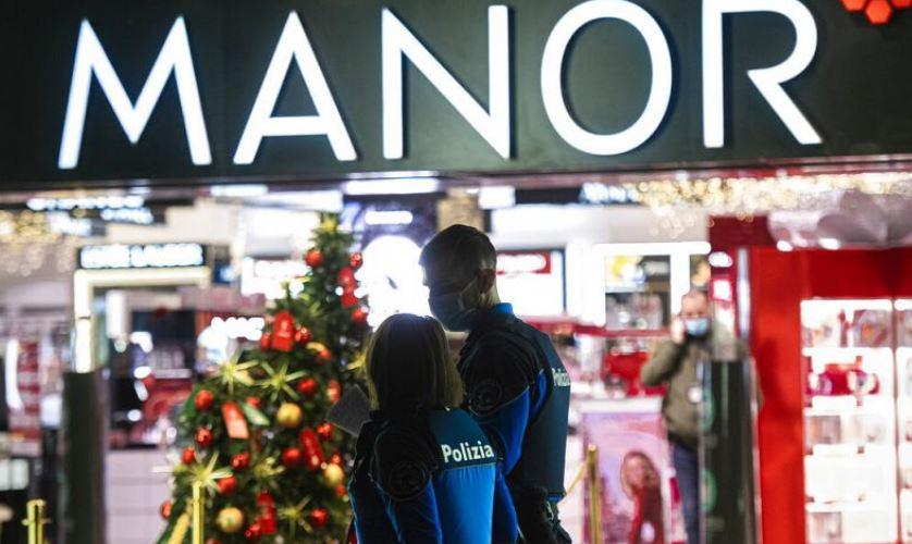 Plagosen me thikë dy femra në një qendër tregtare në Zvicër, dyshohet sulm terrorist