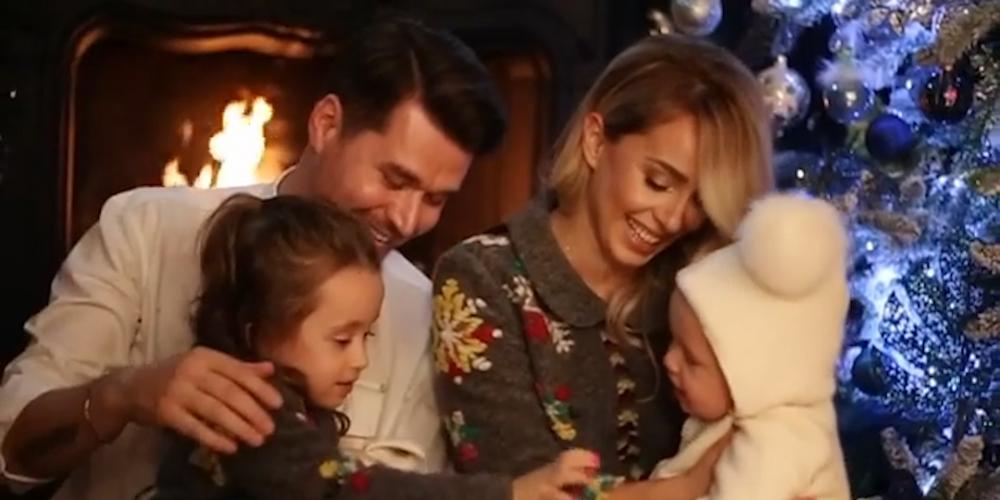 VIDEO/Sytë zemra, Albani dhe Miriami sjellin kartolinën më të bukur familjare për festa