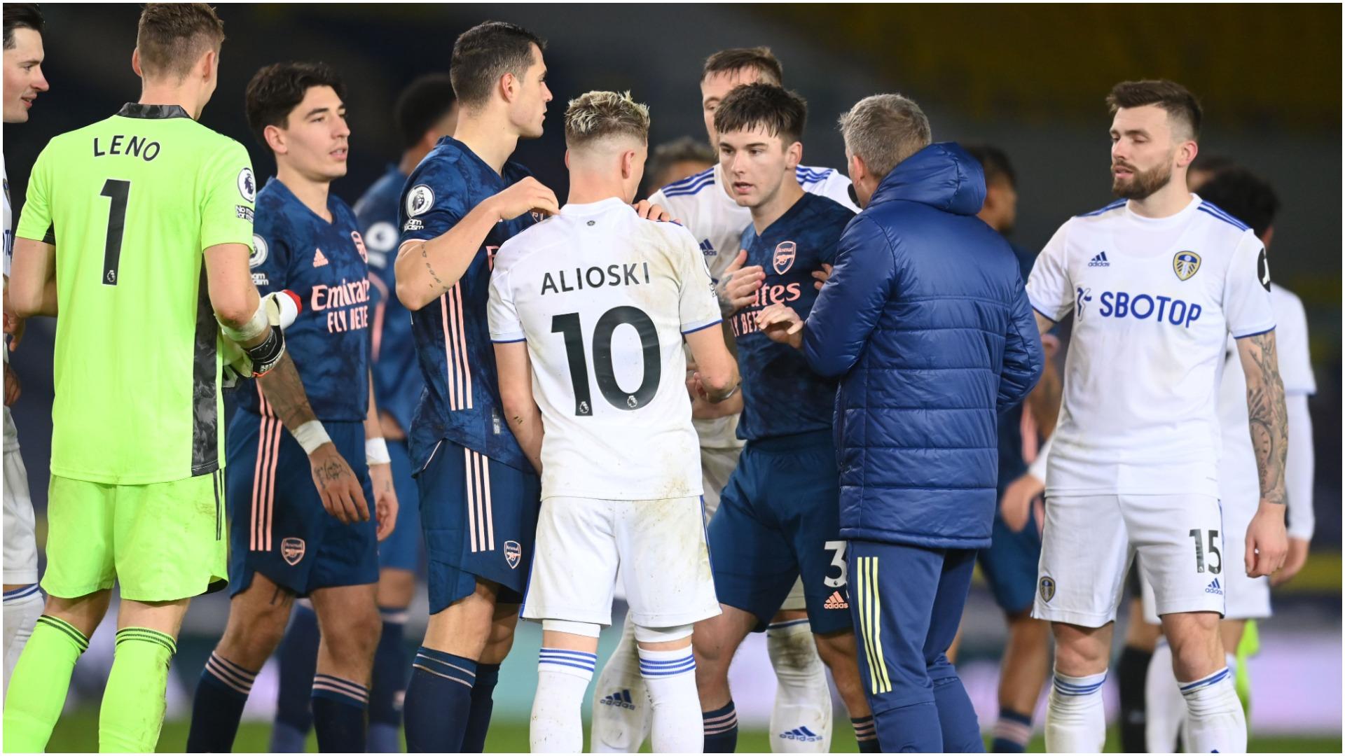 """VIDEO/ """"U bë vëlla me armikun"""", Xhaka kritikohet nga legjenda e Arsenal"""