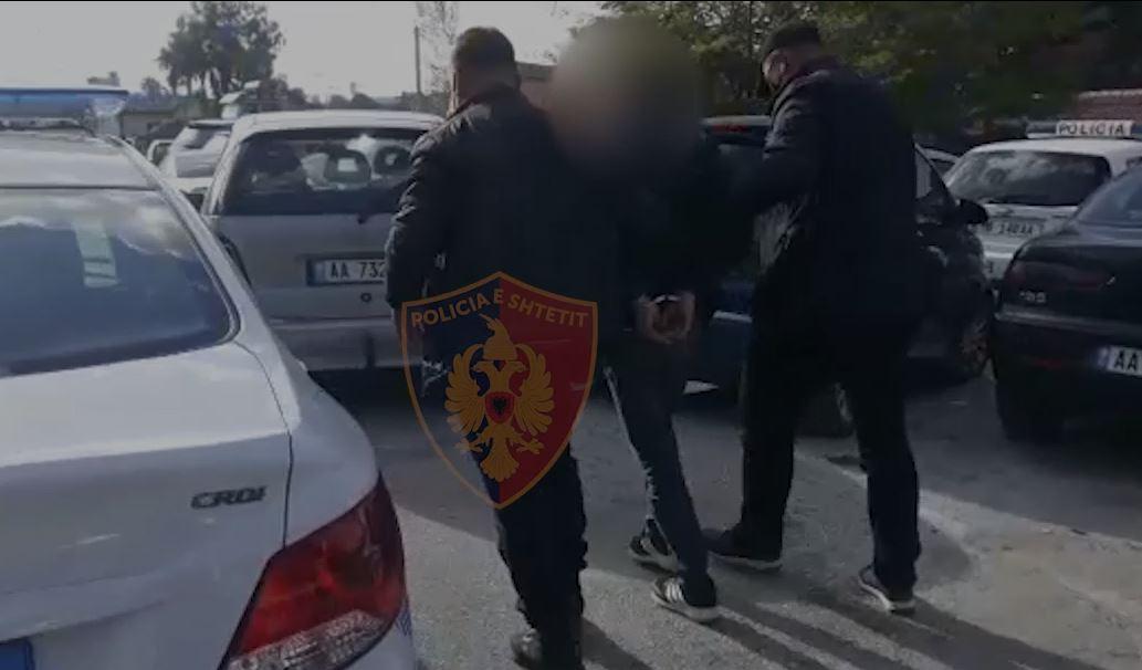 Tentuan të kalojnë 4 emigrantë drejt Kosovës, arrestohen 2 trafikantët në Tiranë